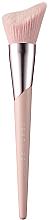 Духи, Парфюмерия, косметика Кисть для контурирования - Fenty Beauty Cheek-Hugging Highlight Brush 120