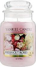 """Духи, Парфюмерия, косметика Ароматическая свеча """"Свежесрезанные розы"""" - Yankee Candle Fresh Cut Roses"""