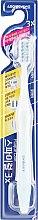 Духи, Парфюмерия, косметика Зубная щётка со спиральными щетинками, голубо-зеленая - White Plaque Care Toothbrush