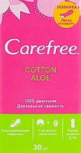 Духи, Парфюмерия, косметика Гигиенические ежедневные прокладки с экстрактом алоэ, 30шт - Carefree Cotton Aloe