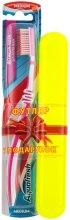 Духи, Парфюмерия, косметика Зубная щетка средней жесткости + футляр, розовая+желтый - Aquafresh Interdental
