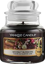 Духи, Парфюмерия, косметика Ароматическая свеча в банке - Yankee Candle Moonlit Blossoms