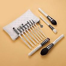 Духи, Парфюмерия, косметика Набор кистей для макияжа - Eigshow Beauty Makeup Brush Master Bright Silver