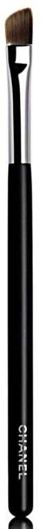 Пензлик для тіней - Chanel Les Pinceaux De Chanel Angled Eyeshadow Brush №27 — фото N1