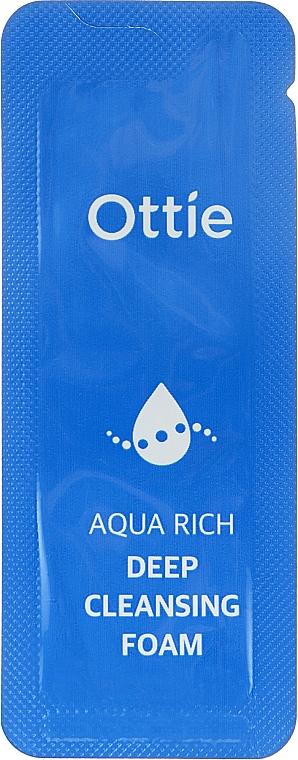Отбеливающая пенка для умывания - Ottie Aqua Rich Whitening Foam Cleanser (пробник)
