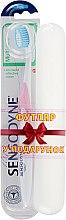 Духи, Парфюмерия, косметика Зубная щетка с мягкой щетиной + футляр, бело-розовая - Sensodyne Multicare Soft
