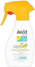 Духи, Парфюмерия, косметика Детское солнцезащитное молочко в спрее - Astrid Sun Kids Milk Spray SPF 30