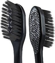 """Многофункциональная зубная щетка """"Древесный уголь"""", средней жесткости, черно-салатовая - Colgate 360 Charcoal Black Medium — фото N3"""