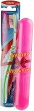 Духи, Парфюмерия, косметика Зубная щетка средней жесткости + футляр, салатовая+розовый - Aquafresh Interdental