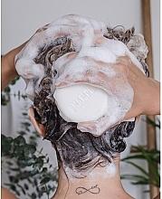 Твердый шампунь для восстановления волос с маслом авокадо холодного отжима - Nature Box Nourishment Vegan Shampoo Bar With Cold Pressed Avocado Oil — фото N5