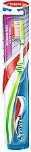 Духи, Парфюмерия, косметика Зубная щетка средней жесткости, салатовая - Aquafresh Interdental