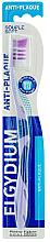 """Духи, Парфюмерия, косметика Зубная щетка """"Анти-налет"""" мягкая, фиолетовая - Elgydium Anti-Plaque Soft Toothbrush"""