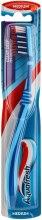Духи, Парфюмерия, косметика Зубная щетка средней жесткости, синяя с голубым - Aquafresh Max Active